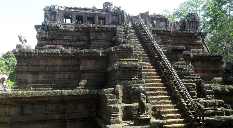 phimeanakas-angkorw800h438 Angkor Wat 2 Day Private Tour