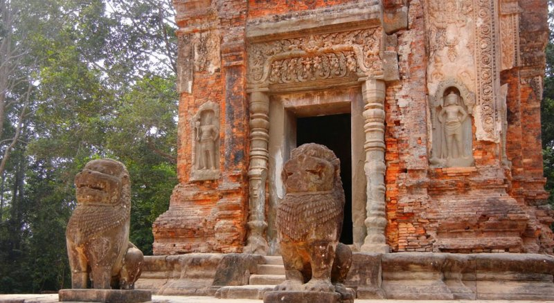 Preah-Ko-tower-entrance-with-guardiansw800h438 Siem Reap 3 Day Private Tour